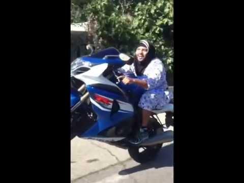 Les mamans des quartiers Nord de Marseille en moto lol
