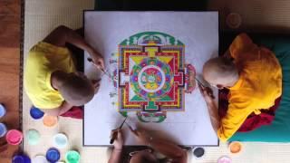 Песочная Мандала - неделя работы за 8 минут(Песочная Mандала -- искусство создания сложных картин при помощи цветного песка. Такое искусство практикует..., 2013-07-09T15:33:23.000Z)