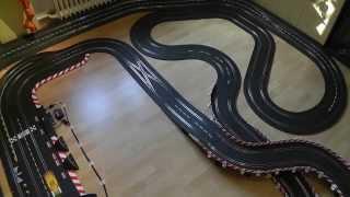 Carrera Bahn - Hometown Racing Länge 22,40 Meter - ein Rennen mit 4 Slotcars / Digital 132