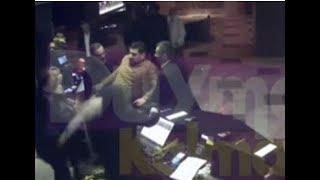 Ünlü oyuncu Hakan Yılmaz'a saldırı görüntüleri ortaya çıktı.Eşinin yanında...
