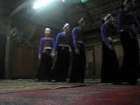 Thiếu nữ Mai Châu trong Đội Múa xòe Tây Bắc giới thiệu về Bản làng Quê mình