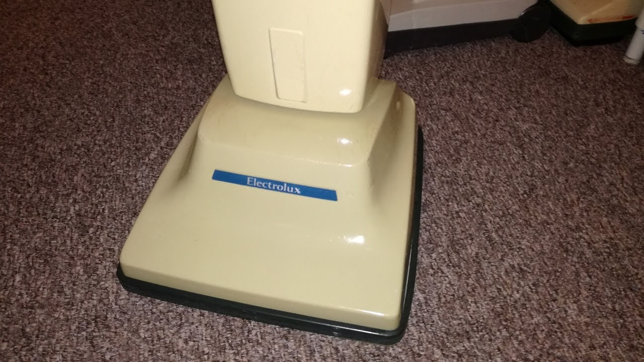 Vintage 1972 Electrolux Twin Clean 500 Upright Vacuum Cleaner ...