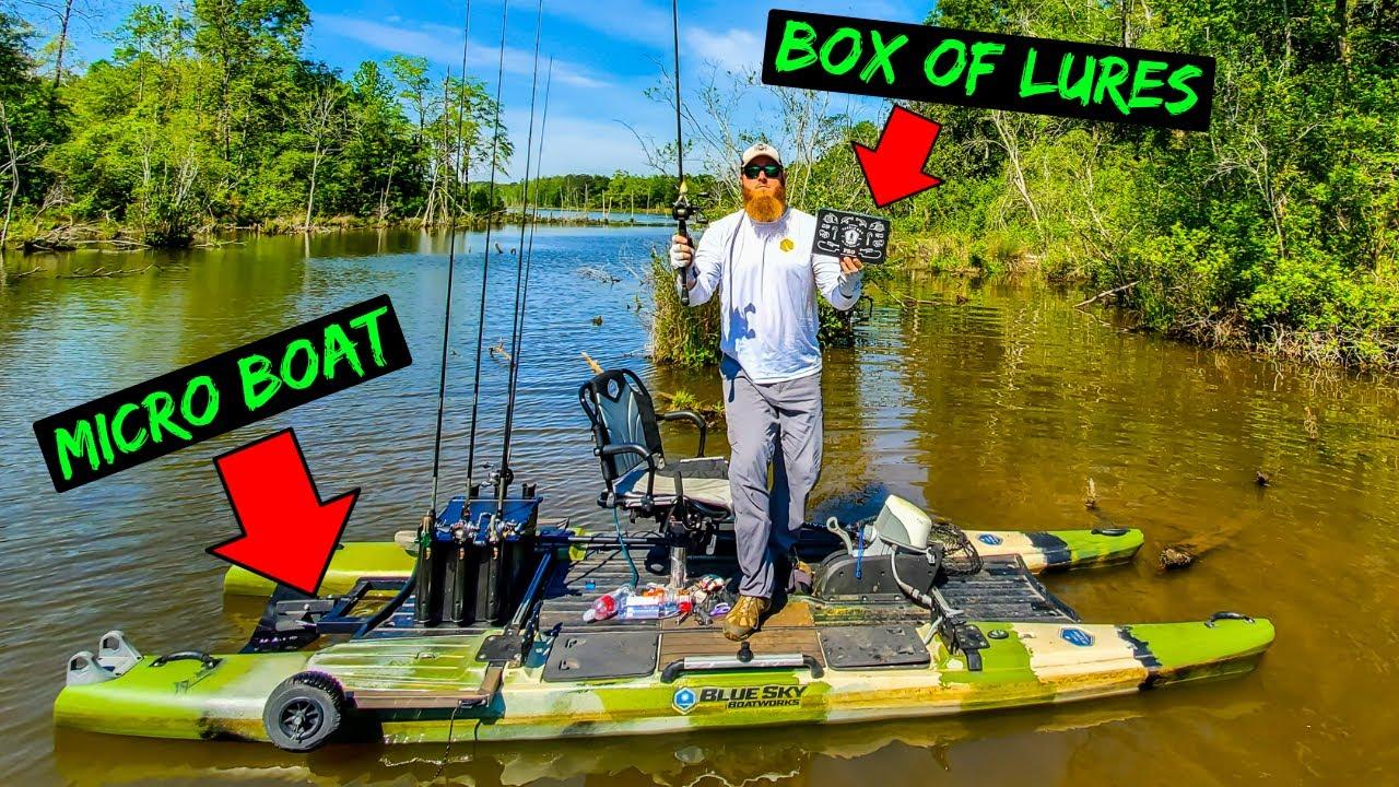 Micro Boat Fishing W Random Lures Huge Bass Caught Youtube
