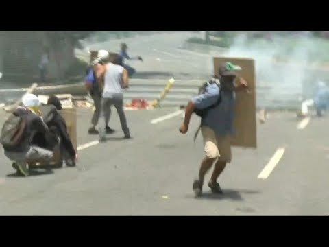 Fresh clashes during general strike in Venezuela