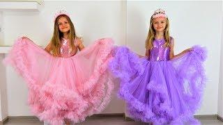 Polina como princesa va al baile con su amiga