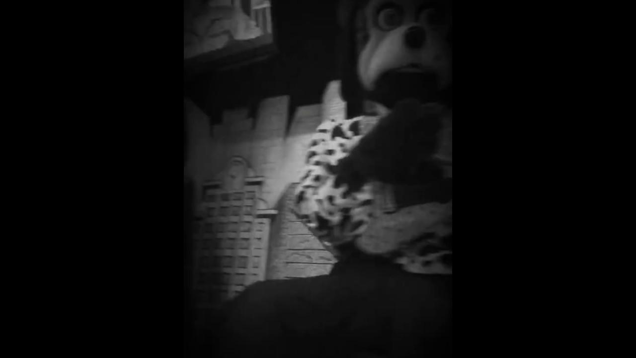 Scary Footage Of Chuck.E.Cheese Animatronics