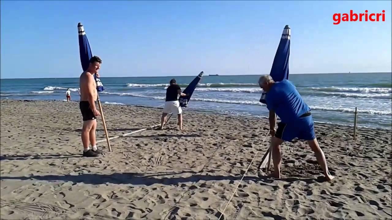 Come fare per impiantare gli ombrelloni in spiaggia youtube - Bagno paradiso marina di carrara ...