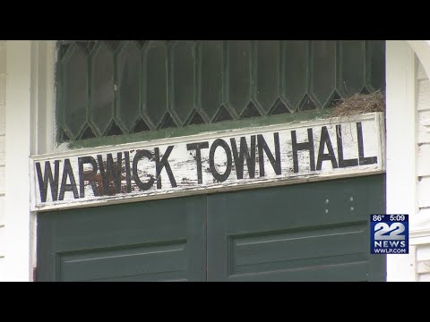 School district, residents at odds over closure of Warwick Community School