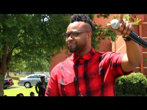 Vashawn Mitchell Performs & Gives Advice To Those Having A Hard Time
