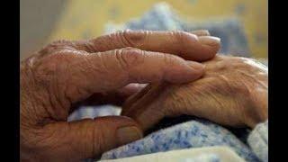 Сижу у мамы в палате, а рядом бабушка, лет под 90. То, что я увидела перевернуло мой мир