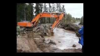 Отлов поршня(Старинное видео 2004 года, снято еще на minolta s414. На врезке газопровода. Отлов поршня из промоины, образованной..., 2012-11-12T14:58:50.000Z)