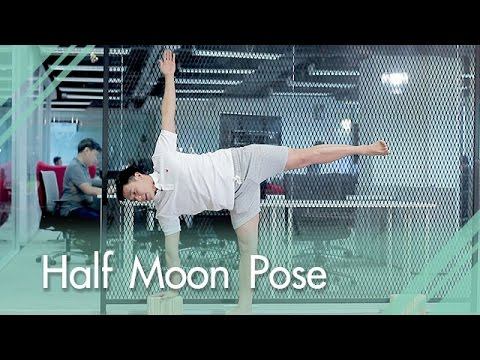 """โยคะ ประจำวันกับ """"ครูเอก โยคะ"""" ท่า half moon pose  youtube"""