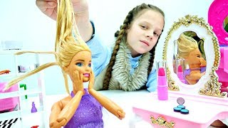 Игры с куклами - Барби и СПА уход. Салон красоты Барби - куклы и игрушки для девочек