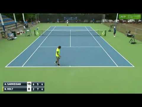 Теннисисты оформили договорной матч на глазах у судей
