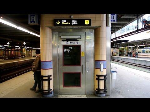 DEVE holeless hydraulic elevator without inner doors @ Stockholm Central Station, Stockholm, Sweden