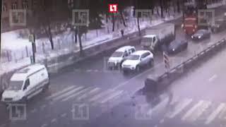 Момент наезда «скорой» на пешеходов