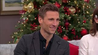 """บทสัมภาษณ์บ้านและครอบครัวของแอนดรูว์ วอล์กเกอร์และแอชลีย์ กรีน """"คริสต์มาสในใจฉัน"""""""