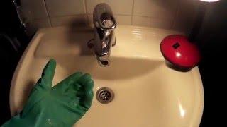 не уходит вода в раковине - МЕГА ЭФФЕКТИВНЫЙ и БЫСТРЫЙ МЕТОД БОРЬБЫ(Посмотрите как эффективно и быстро бороться с непроходимостью воды в раковине. Это сможет каждый. Смотрите..., 2016-02-16T14:28:35.000Z)