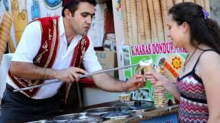 イスタンブール名物、トルコアイス売りの芸