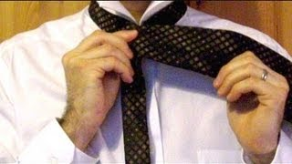 How To Tie A Tie : Simple Method