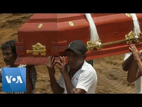 Mass Burial for Victims of Sri Lanka Bombings