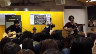 先日、新宿タワレコで行われたFoZZtoneのインストアイベントの様子です...