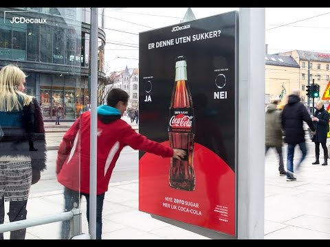 Coca-Cola Zero Sugar giveaway quiz at Olso bus shelter | JCDecaux Norway