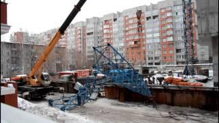 Кран упал на дом в Новосибирске(Все в одном ролике. Сборка из новостей, свое видео и фото. 29 февраля 2016., 2016-03-01T04:49:36.000Z)
