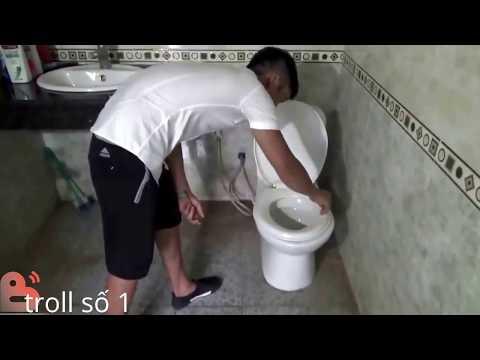 quay lén trong nhà vệ sinh