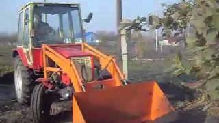 Трактор Т-25 самоделка..mp4(Трактор Т-25 Самоделка,с фронтальным погрузчиком и плугом. babeiur@yandex.ru., 2012-01-02T10:52:38.000Z)