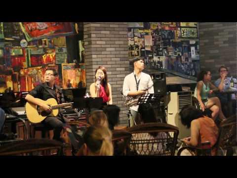 Visit a Jazz Bar in Shanghai Mansion Hotel, Bangkok, Thailand (2018-03-24)