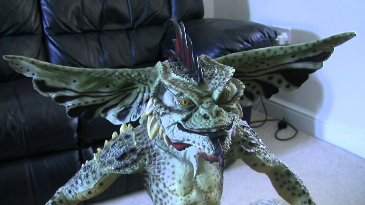 Gremlins Life Size Mohawk Statue by Neca - YouTube