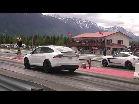 Tesla Model X -P100D  Vs Mustang Drag Race