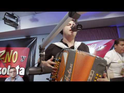 Alfredito Olivas cantando El Paciente en El Show de Erazno y La Chokolata