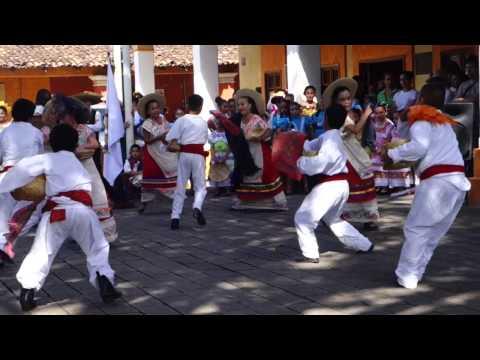 Folkloric Dancers in El Tuito