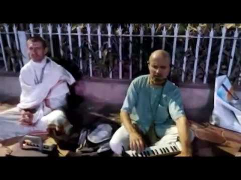 It's amazing  to see the radhey krishna bhajan by two foreigners in vrindavan street