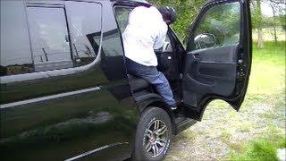ハイエース キャラバン トラックなど 運転席への乗り方を検証(男性編)キャブオーバー車