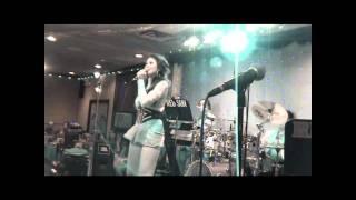 "Nhu Loan ""Ve Day Em"" & The Red Sun Band, VA 11/26/2010"