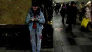 Собака пограничника на ст. метро Площадь Революции