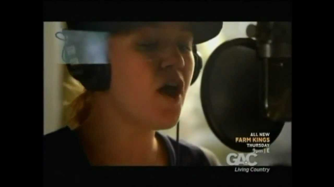 Blake Shelton Cheers Its Christmas.Kelly Clarkson The Making Of Blake Shelton S Cheers It S Christmas Album