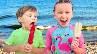 Лиза и Миша покупают мороженое на пляже