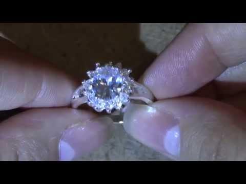 Бижутерия из Китая: серебряное кольцо с большим камнем