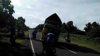 Video NGERII..!! Aksi 'Truk Kapten Oleng' Berujung Petaka - NET YOGYA download MP3, 3GP, MP4, WEBM, AVI, FLV September 2019