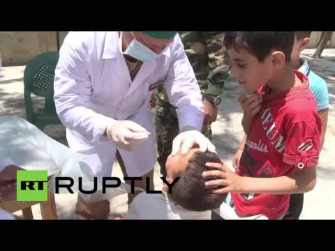 Syria: Russian soldiers distribute aid to IDPs in Latakia