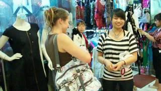 Китайский рынок - Шелковая улица в Пекине | Provolod & Leeloo(Пекин славится большим количеством достопримечательностей. Но Шелковая улица - китайский рынок в самом..., 2010-07-30T08:31:01.000Z)