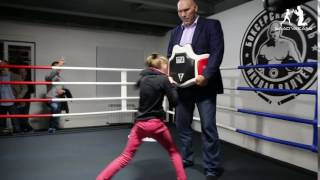 World Champion Nikolai Valuev checks Evnika