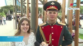 Юноши и девушки закружились в вальсе в честь 430-летия Волгограда