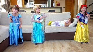 Ksysha and Princesses help Clean the House