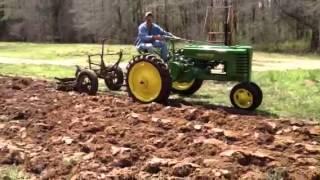 1945 John Deere H plowing