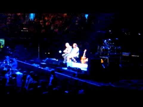 Bee Girl - Pearl Jam - 2010-05-17 Boston, MA
